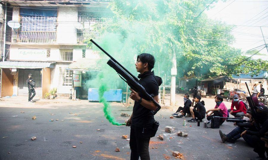 Center 2021 04 08t125829z 1 lynxmpeh370vw rtroptp 4 mianmar confrontos onzemortos