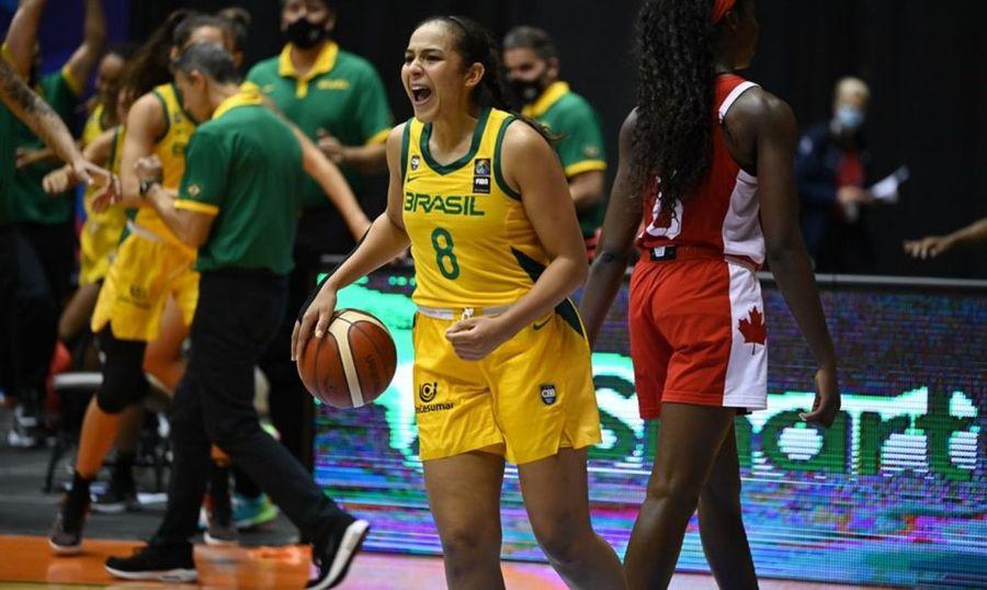 Center selecao bras fem basquete americup comemora